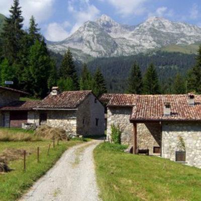 Trekking in Valzurio alle Baite del Moschel