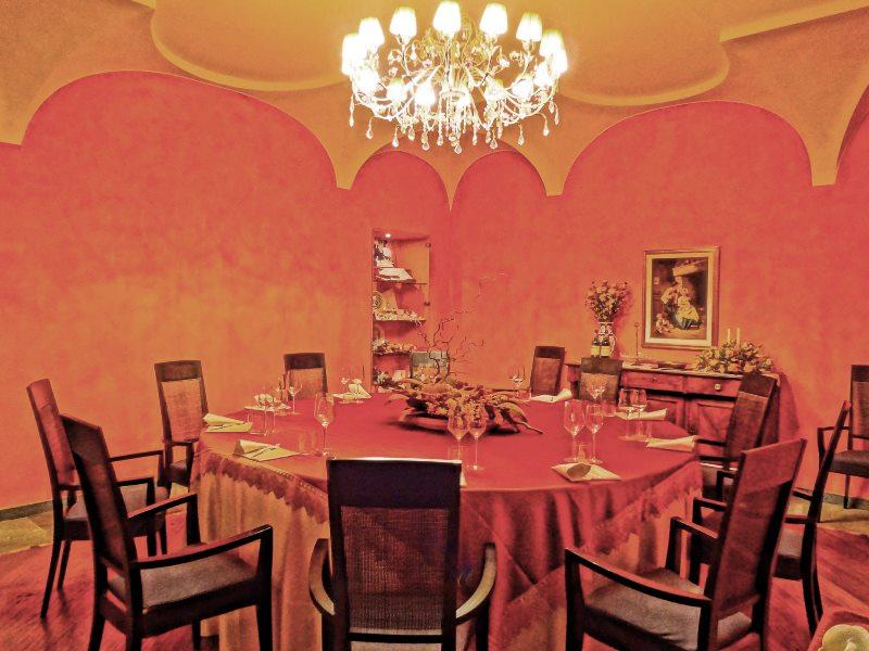 ristorante_alla_Corte_sala_rossa1