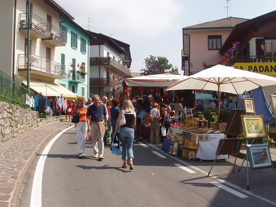Via Monte Bianco_mercatini