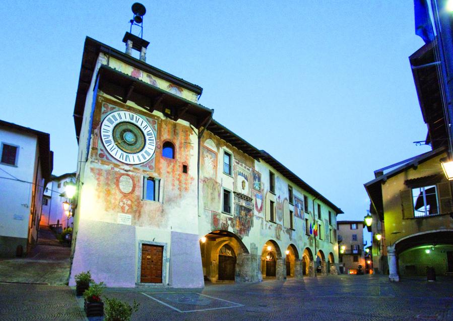clusone-piazza-orologioimg_7283