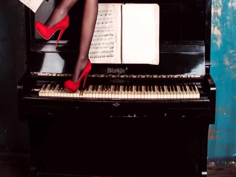 Donne Tra Immagine E Musica