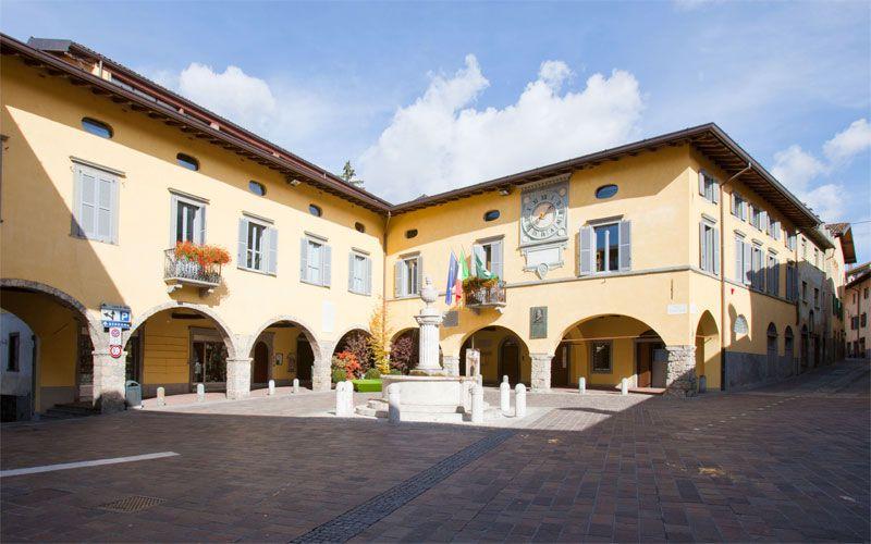 Gandino_piazza_del_Municipio