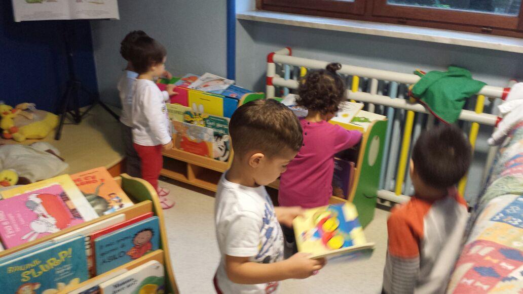 piccoli in biblioteca