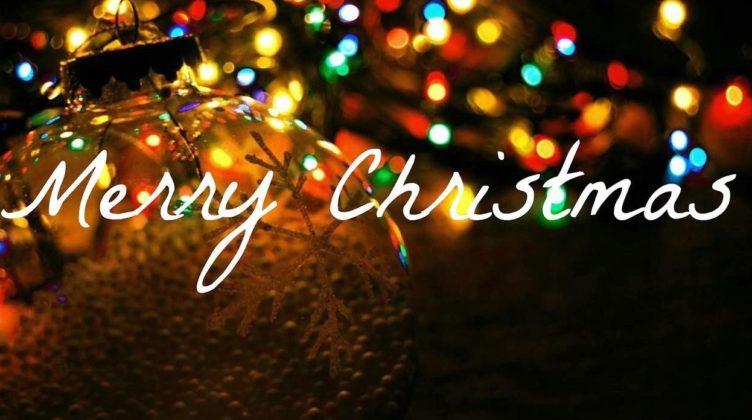Auguri Di Natale Yahoo.Buon Natale Scambio Degli Auguri Di Buon Natale Con Panettone