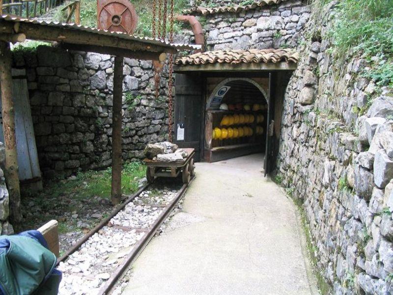 Visita Guidata Alla Miniera Di Parre E CastagnataVisita Guidata Alla Miniera Di Parre E Castagnata